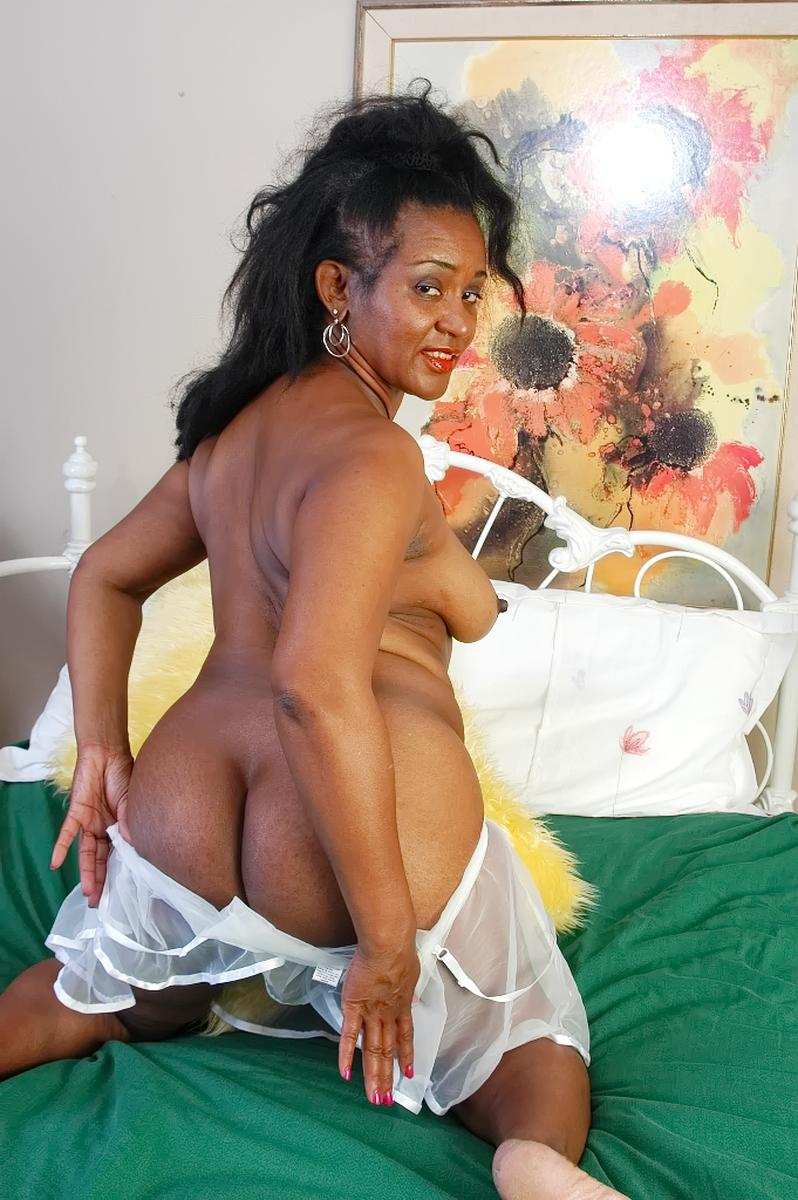 www.smutfun - news - mature nurse tara